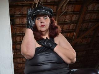 Frauen bilder korpulente Hof: Bilder